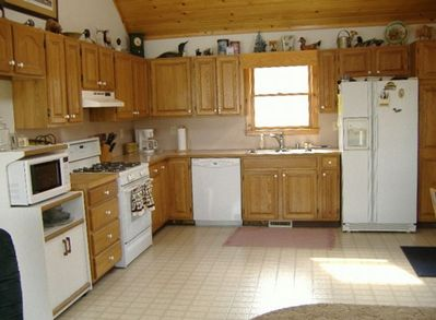 Full Kitchen with all ammenities!