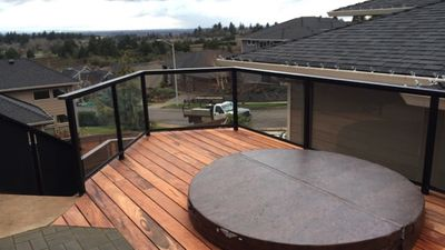 Awesome view of Mt. Hood and St. Helens from elevated hot tub off master.