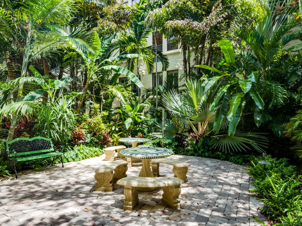 Tropical Zest of Palm Beach, Palms West Best Places to Stay | Stays.io