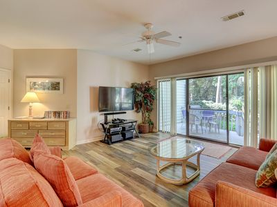 Photo for Dog-friendly condo with shared pool and tennis, short walk to the beach!