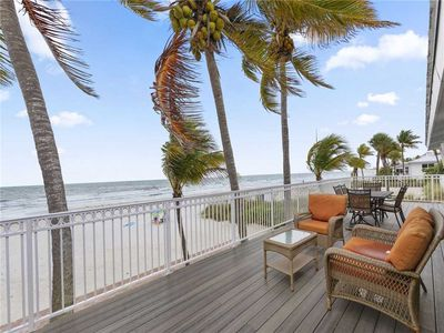 Photo for King Beach House, 3 bedrooms, Beach Front, Amazing Views, Pet Friendly
