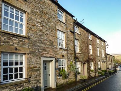 Photo for WEAVERS COTTAGE, family friendly in Kirkby Lonsdale, Ref 949977
