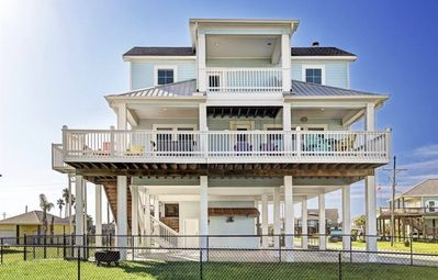 Photo for Family-friendly and walking distance to beach
