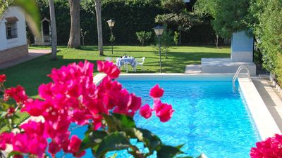 Photo for Fabulous holiday villa with perfectly-maintained garden