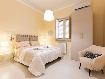 Photo for Delightful apartment in the heart of Palermo, just steps from the beautiful Teatro Politeama.