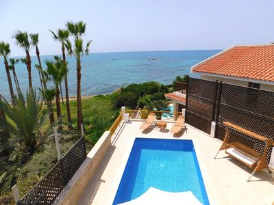 Photo for SEA FRONT villa in the heart of Coral bay