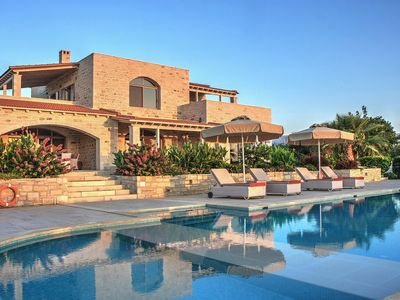Photo for Villa with sea views, extra large pool, luxury amenities, near Rethymno