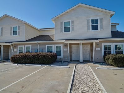 Close to the Beach, Saltwater Pool, Free Wifi, 3 King Beds, Reserved Parking