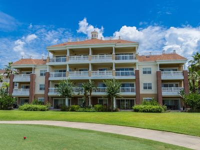 Photo for Luxurious 3 bedroom, 3 bathroom condo with golf course view in Reunion