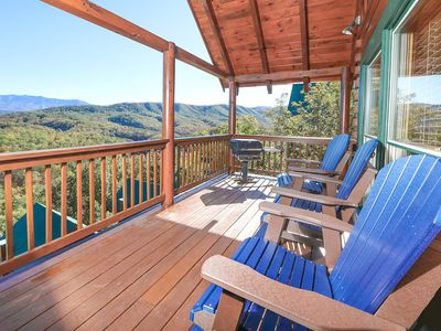 Mountain-View Cabin w/ Theater - Newly Renovated