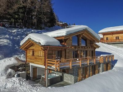 Photo for Chalet Nesoya - A delightful 5-bedroom ski-in chalet with sauna and jacuzzi