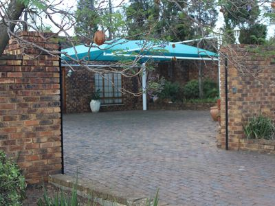 Photo for Jacaranda Cottage: Enjoy the Country really close to the City!