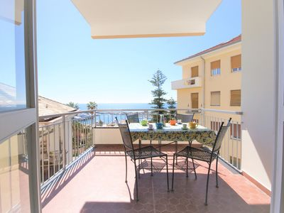 Photo for 500 m from beaches, sea view terrace, 2 bedrs., dishw., P. Parking,6 Pax, wi-fi
