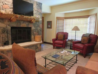 Photo for Great Value at The Charter 2BR-2BA/3 Beds, Ski-in/Ski-out, Steps from Village.