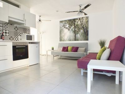 Photo for Garden apartment, central nightlife, private garden, sleeps 6