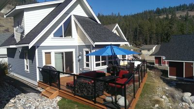 350 sq ft Sun Deck with comfy lounge furniture and dining set.