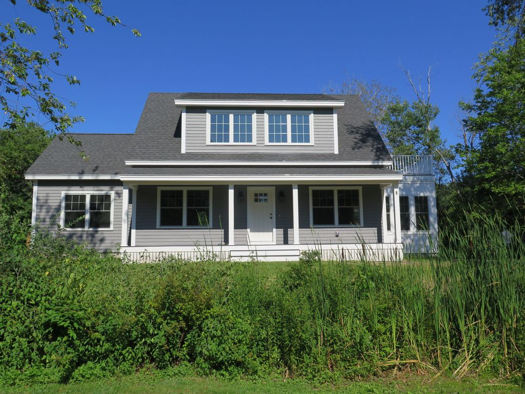 cape porpoise Coastal white two-story wood exterior home photo in portland maine with a gambrel roof — houzz.