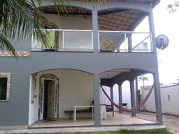 Large house with garage and barbecue, close to Praia do Forte