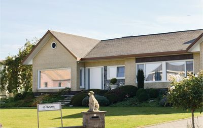 Photo for 4 bedroom accommodation in Ruiselede
