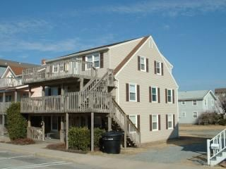 Refreshing Beach Getaway! 2 Bedroom Beach Block Condo in midtown Ocean City