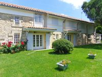 Perfect property for a family or group and well located to access the right bank of the Gironde