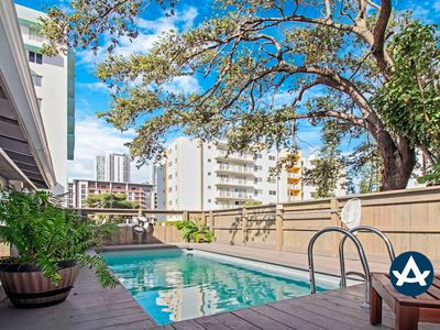 Sextant | Downtown Retreat | Private Pool + Hot Tub | 10 mins to South Beach