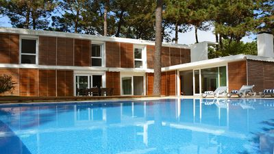 Photo for Modern villa for 10 persons, with garden, swimming pool (10 m x 7 m).