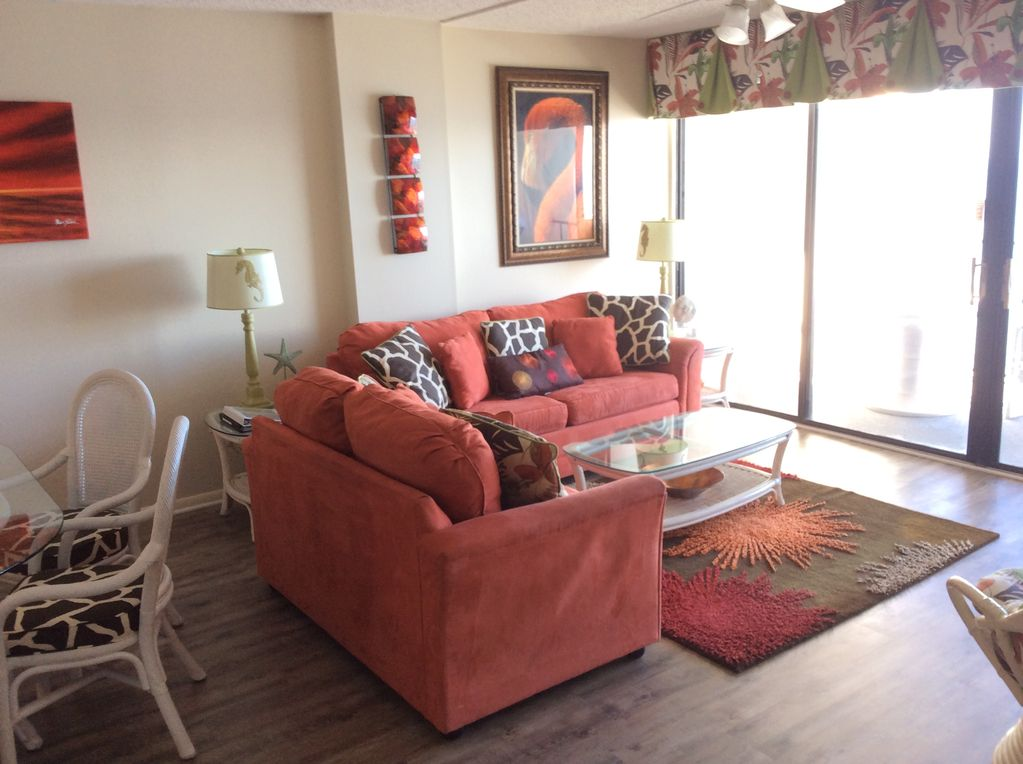 . Oceanfront Picturesque Condo Vivid Decor  Quiet Building  with a Pool and  Tennis   Myrtle Beach