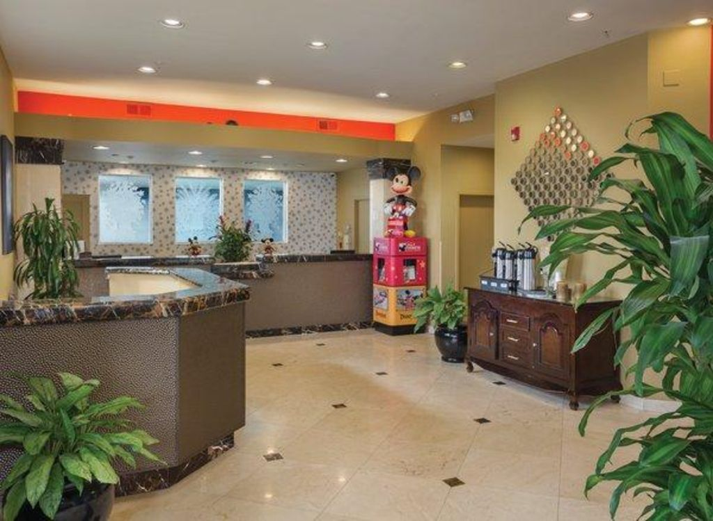 Anaheim Ca 2 Bedroom Suite Steps Away From Disneyland W Resort Pool Wifi Anaheim Orange