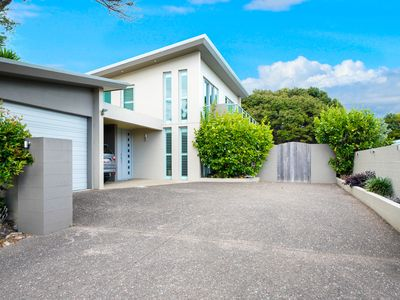 Photo for 3BR House Vacation Rental in Onetangi, Auckland