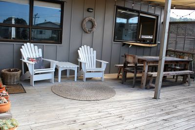 Front deck /dining area