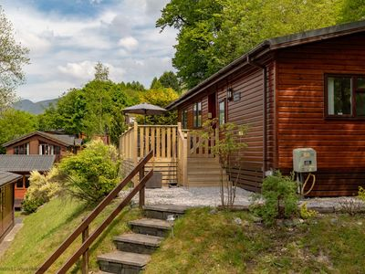 Photo for Spacious holiday lodge with beautiful valley views