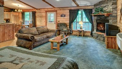 Cozy and comfortable! King bed, Queen Sleeper Sofa as a 1 Story Cabin