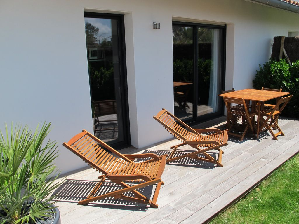 gu thary 200 m from the beach in a quiet t2 with garden. Black Bedroom Furniture Sets. Home Design Ideas