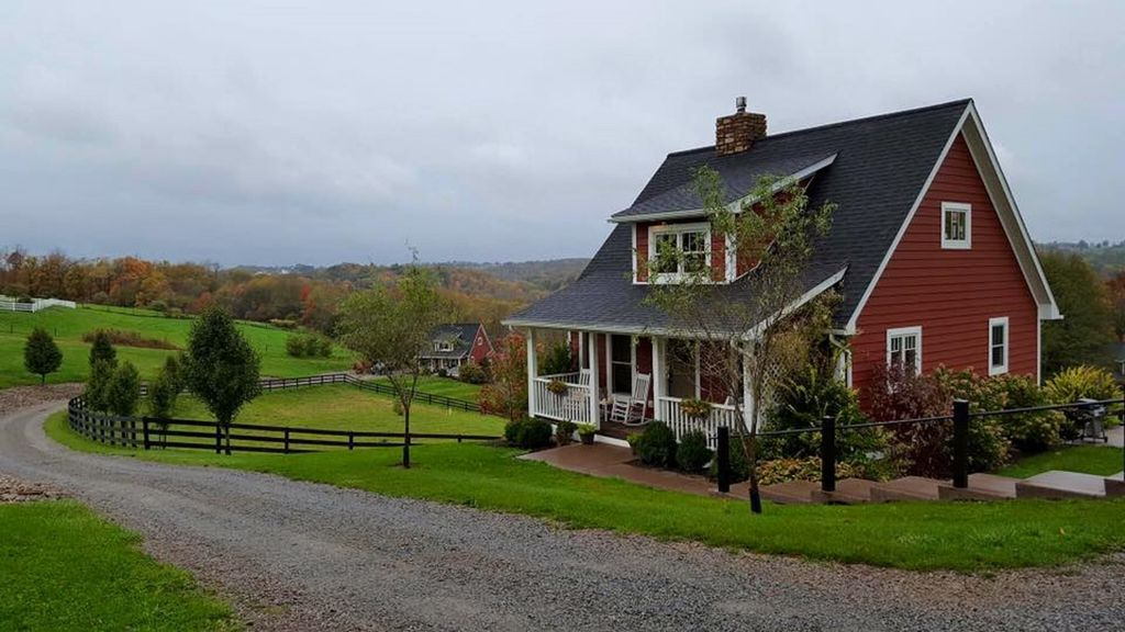 Red Cottage Hideaway in Amish Country  Skyview Cottage  Amazing farmland views!
