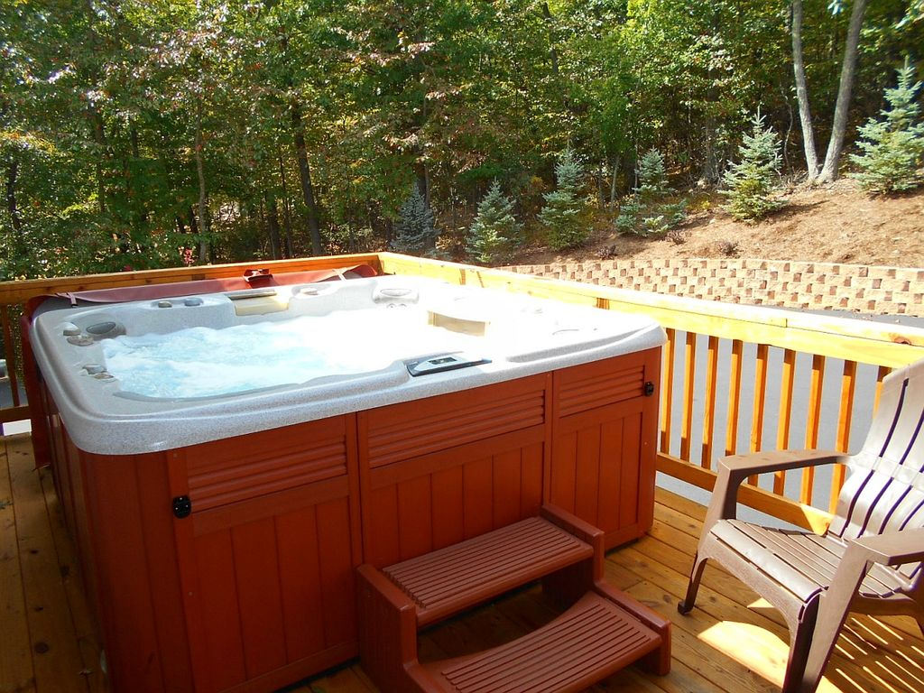 HOT TUB! POOL TABLE! 5 BRM. 4 BATH. TOP... - HomeAway Massanutten