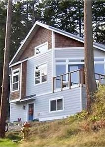 Photo for Quiet, Modern, View Cottage *Affordable*- Community Beach