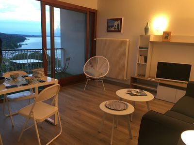 Photo for Cozy F 1 with large balcony on Lake Geneva