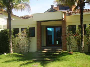 House in gated community w / pool, barbecue