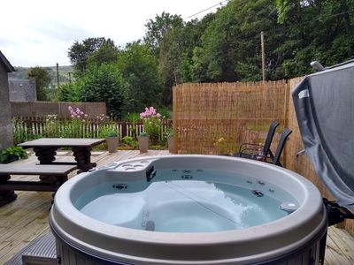 Photo for Perfect for couples, one bed cosy cottage with hot tub in rural location