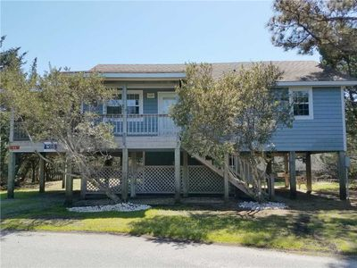Photo for Blue Crab:  Spacious screened porch, short stroll to the coffee shop.