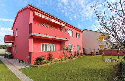 Photo for Great apartment with 4 bedrooms, 2 bathrooms, terrace, barbecue, pets allowed and only 500 meters to the sandy beach