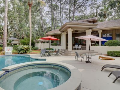Photo for Expansive estate with private pool, main house, and guesthouse!
