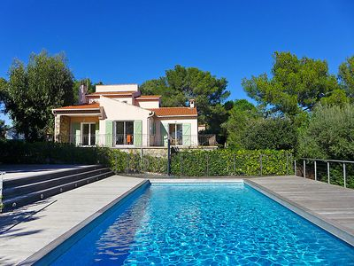 Photo for 4 bedroom Villa, sleeps 10 in Bormes-les-Mimosas with Pool, Air Con and WiFi