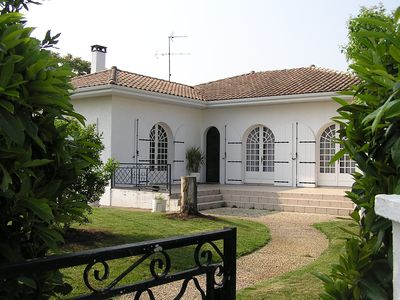 Photo for Spacious villa in quiet area, 600m from the beach, up to 8 people