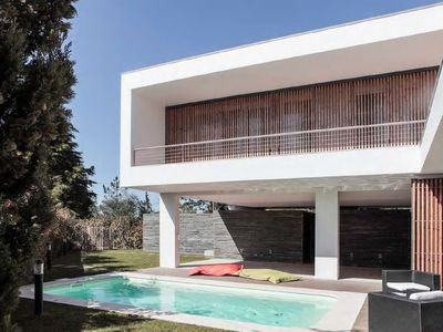 Photo for Fabulous Modern Villa with Pool in Aldeia do Meco