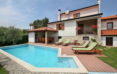 Photo for Quiet holiday house with pool for up to 8 people
