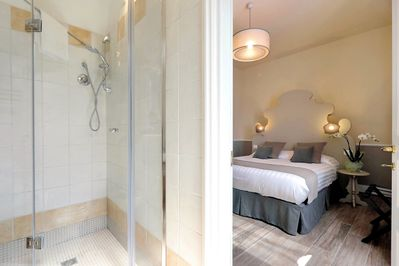 Deluxe Room 1 and bathroom ensuite
