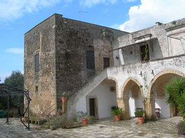 Estate of the 14th century inmidst vinary region of Apulia (province of Lecce)
