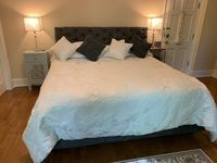 Impeccable & very charming place to stay, tucked on a gorgeous farm convenient to everything!